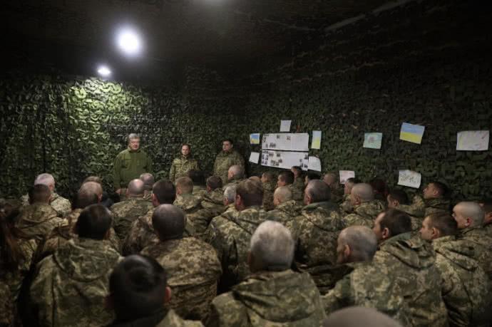 посетил передовые позиции Вооруженных сил Украины и пообщался с военнослужащими  Пресс-служба президента