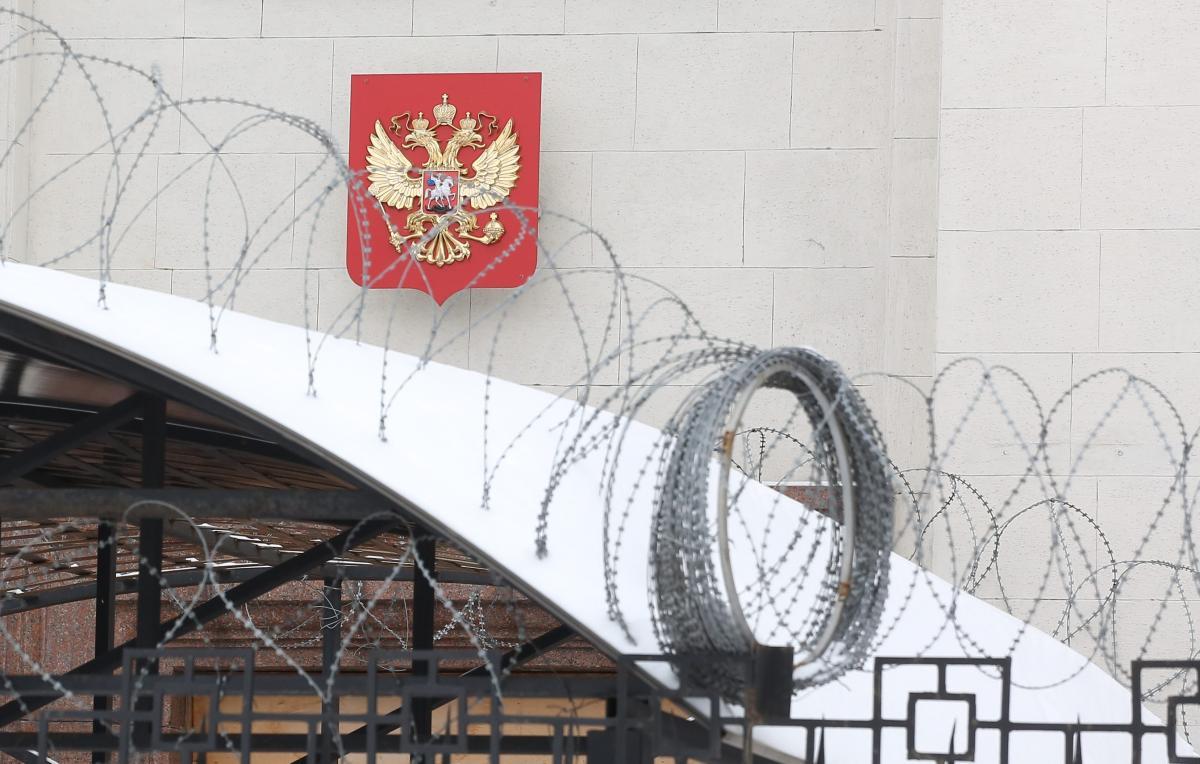 Члени екіпажу знаходяться у російському посольстві в Києві \ УНІАН