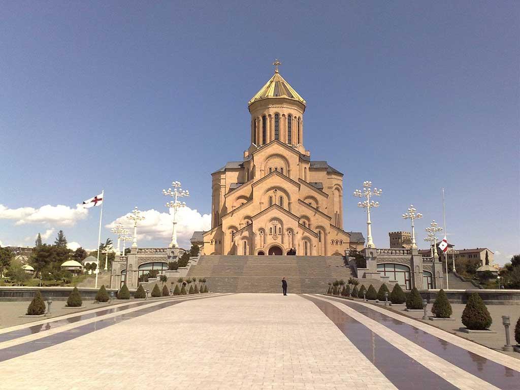 Собор Пресвятой Троицы в Самеба / georgia-tour.net