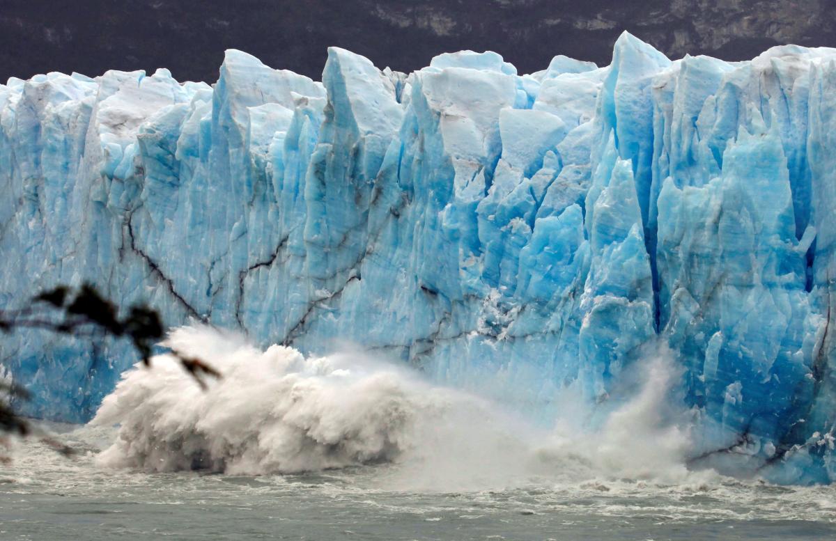 В Канаде обломки древних ледников растапливают и продают производителям водки / Иллюстрация REUTERS