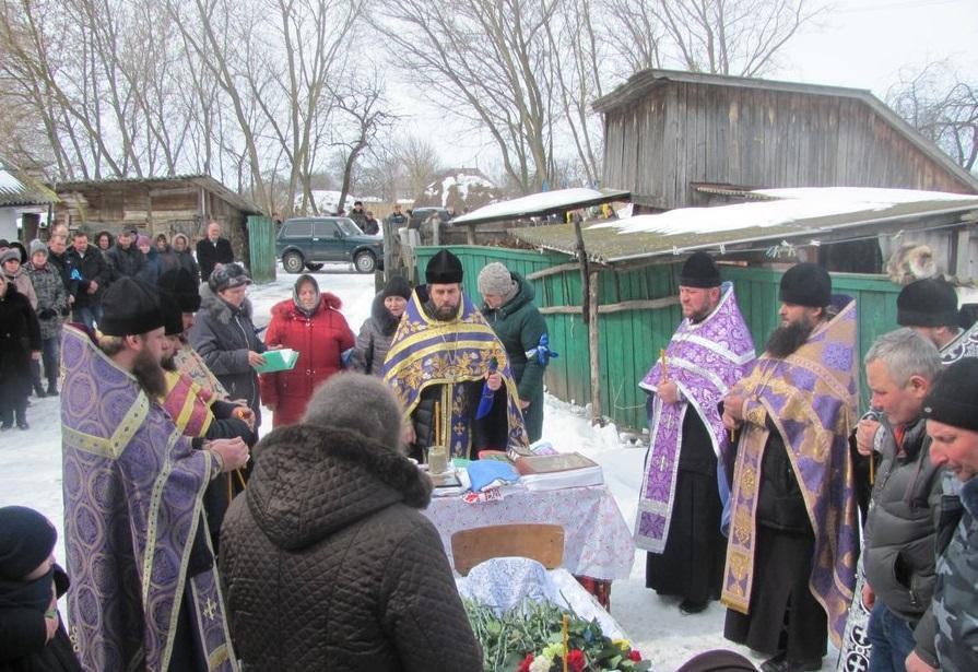 Священики Ніжинської єпархії УПЦ звершили відспівування українського воїна / orthodox.cn.ua