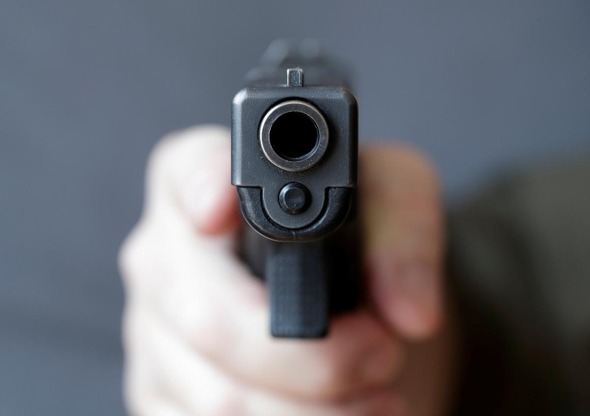 В Херсоне полиция разыскивает злоумышленника, стрелявшего из огнестрельного оружия у местного жителя-фото REUTERS