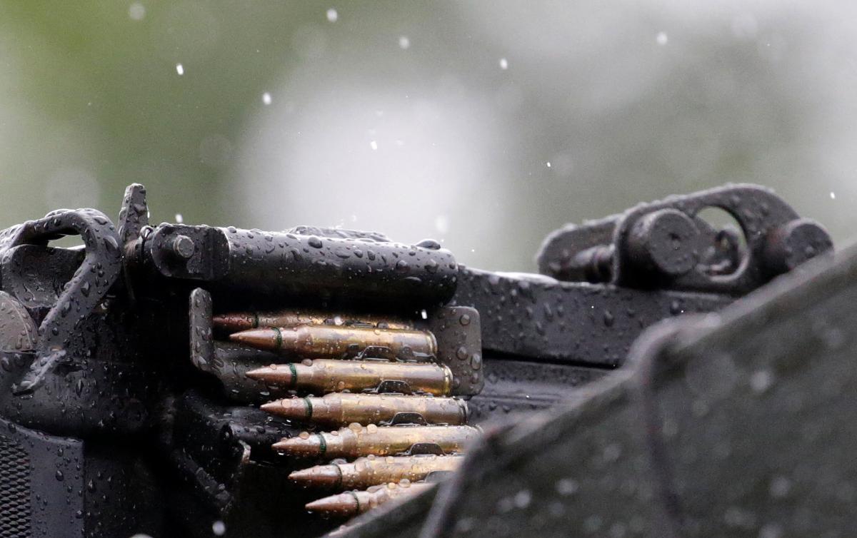 На обстрелы со стороны противника украинские военные открывали ответный огонь / REUTERS