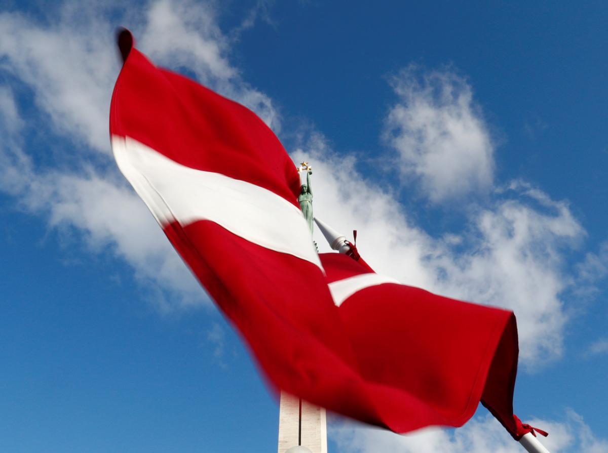 Флаг Латвии, иллюстрация / REUTERS