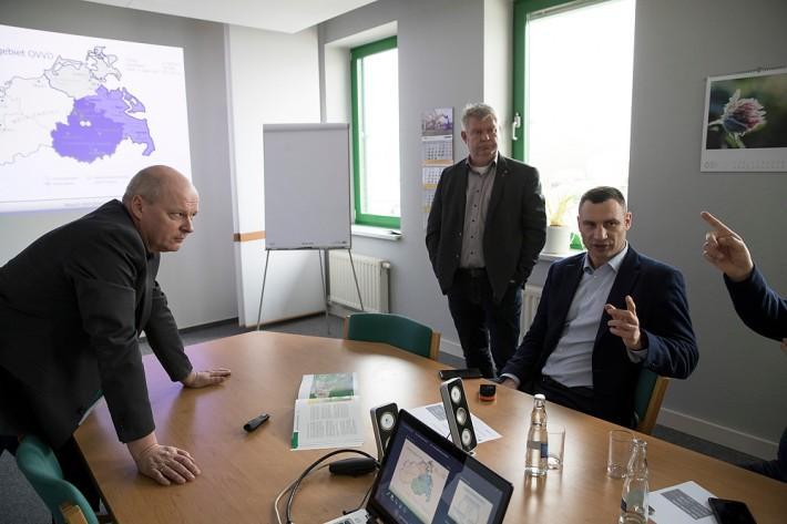 Кличко ведет переговоры с немецкими партнерами о помощи в обеспечении безопасности полигона №5 в Подгорцах / фото kiev.klichko.org