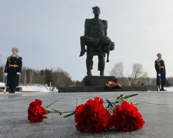 """Всебелорусская молитва о мире прошла в мемориальном комплексе """"Хатынь"""" / rg.ru"""