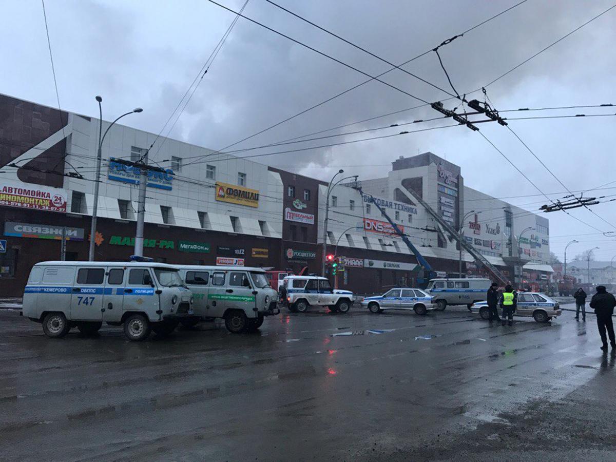 По официальным данным МЧС России, в результате ЧП погибло 64 человека / REUTERS