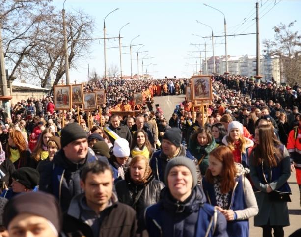 В Шествии приняли участие несколько тысяч франковцев / kurs.if.ua