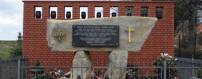Пам'ятник розстріляним полякам і євреям в Маркової / wikipedia.org
