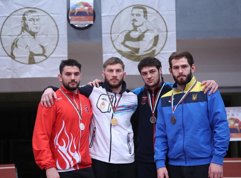 Украинские борцы завоевали семь медалей на престижном турнире в Болгарии / bul-wrestling.org