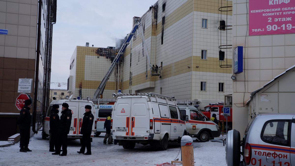 """ТРЦ """"Зимняя вишня"""" во время пожара 25 марта / REUTERS"""