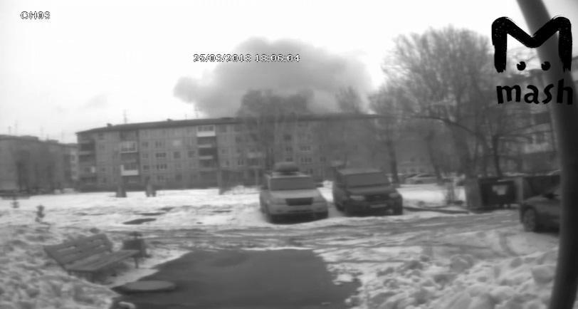 За будинком видно стовп диму / Скріншот