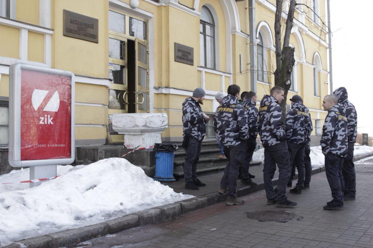 Бойцы «Нацдружин» взяли под охрану канал ZIK