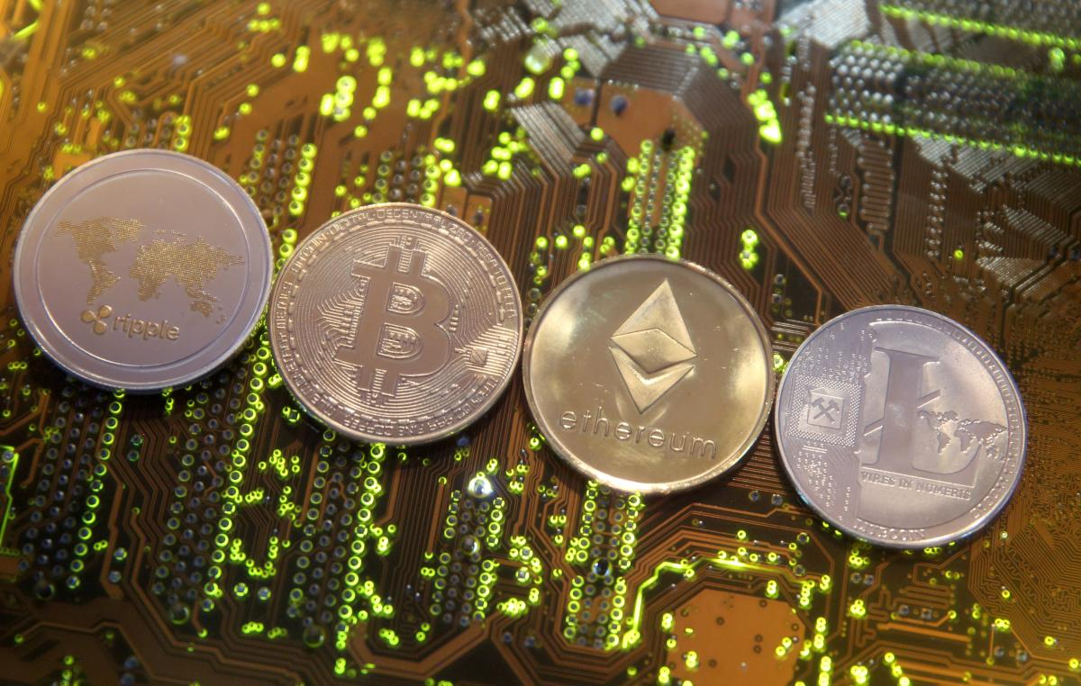 Эксперты ожидают изменения курса биткоина / Иллюстрация REUTERS