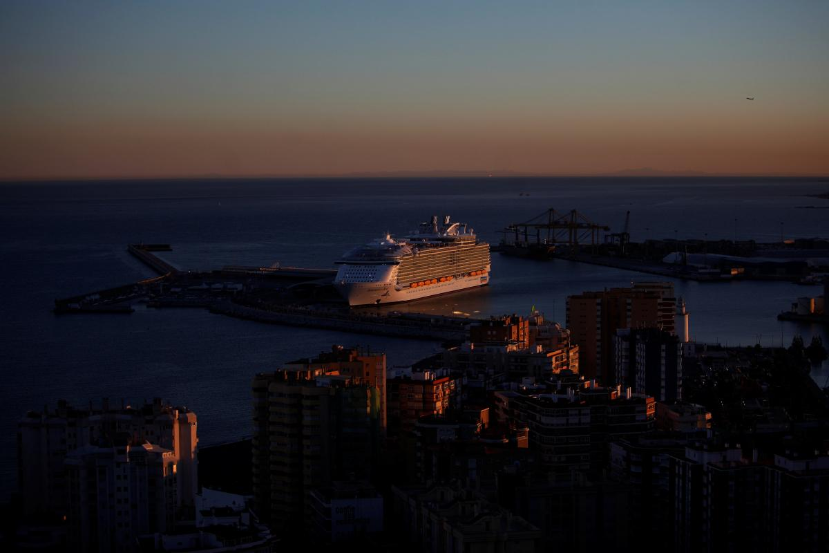 ВИспании представили наибольший круизный лайнер вмире