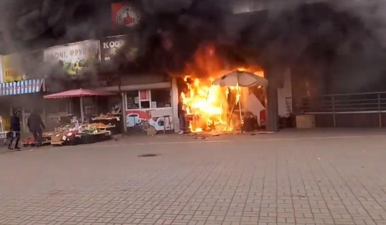 В Киеве возле метро «Левобережная» произошел пожар / Скриншот