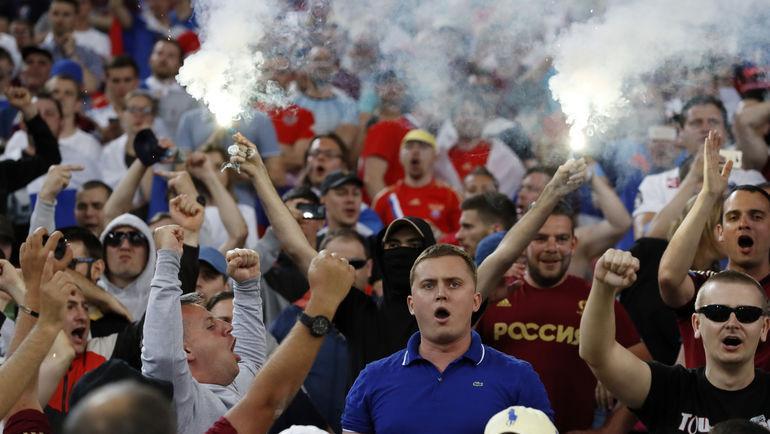 ФІФА розслідує поведінку російських уболівальників, які підозрюються в расизмі / REUTERS