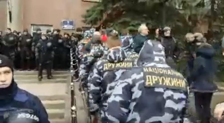 В Николаеве правые активисты требуют отставки губернатора Савченко / Скриншот - Orfey Noman