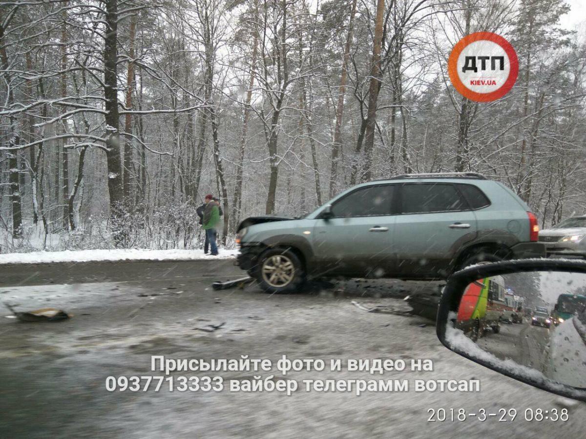 Под Киевом произошло тройное ДТП / фото facebook.com/dtp.kiev.ua