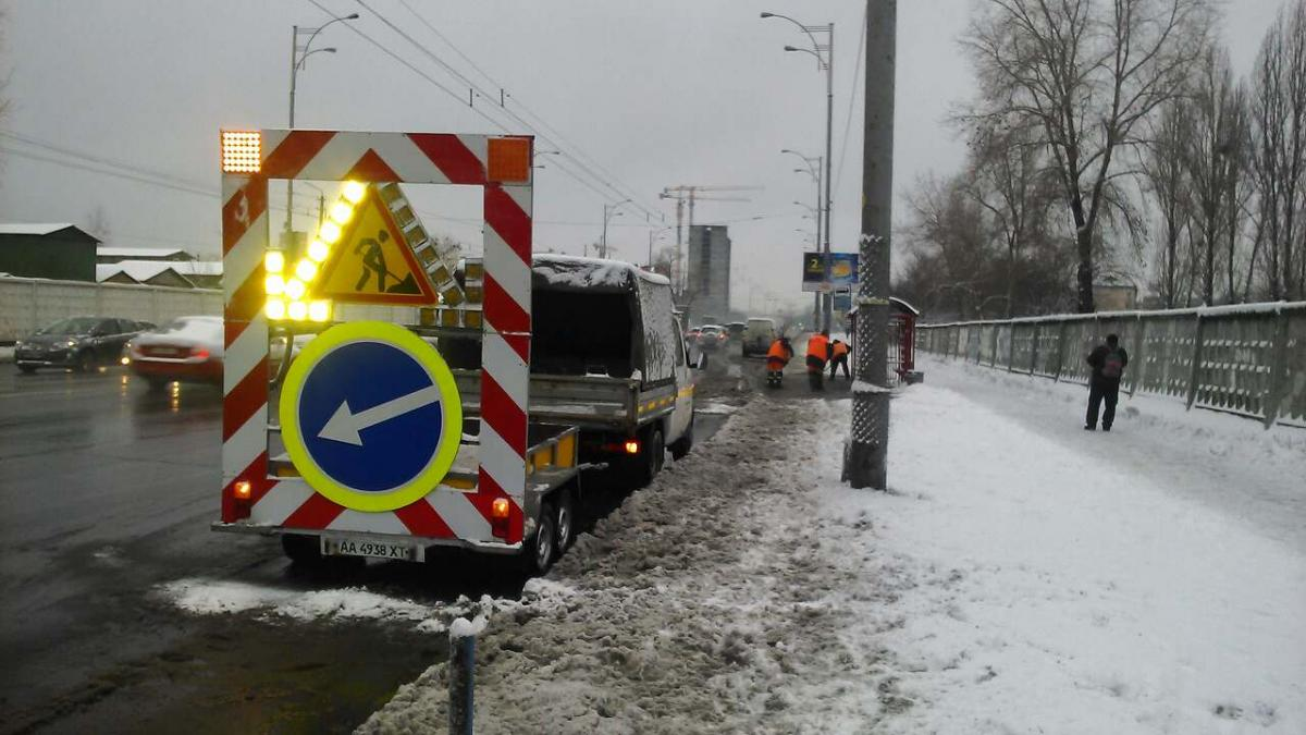 С ночи 204 единицы техники «Киевавтодора» проводили работы по обработке дорог / kyivcity.gov.ua