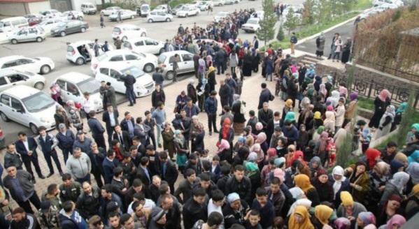 Сотни людей в очереди за Кораном / islam-today.ru