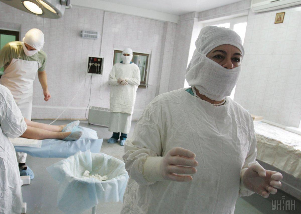У запорізьких лікарнях гострий дефіцит засобів захисту / фото УНІАН