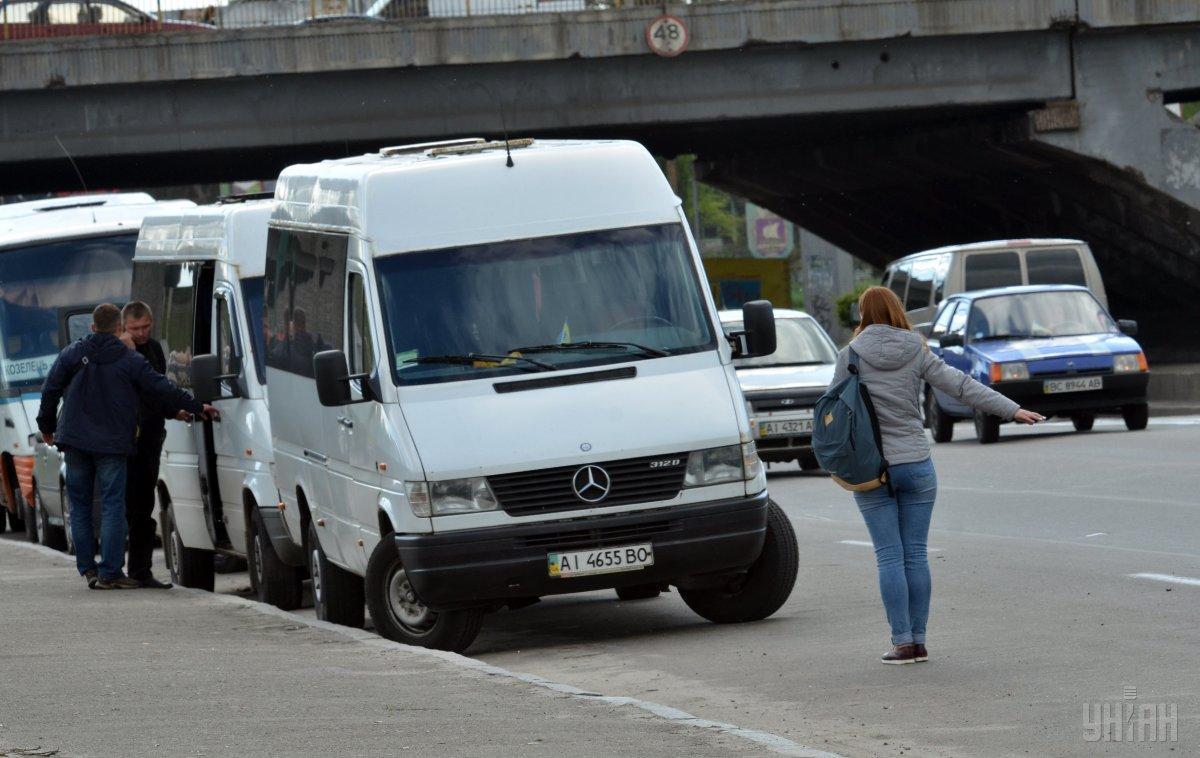 Більшість мікроавтобусівколись були вантажними, котрі потім переробили під пасажирські / фото УНІАН