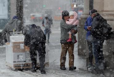 Штормы, торнадо и смертельно опасные оползни бушуют в США (фото, видео)