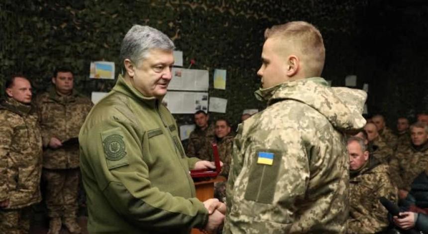 У зоні АТО Порошенко нагородив військовослужбовців (фото)