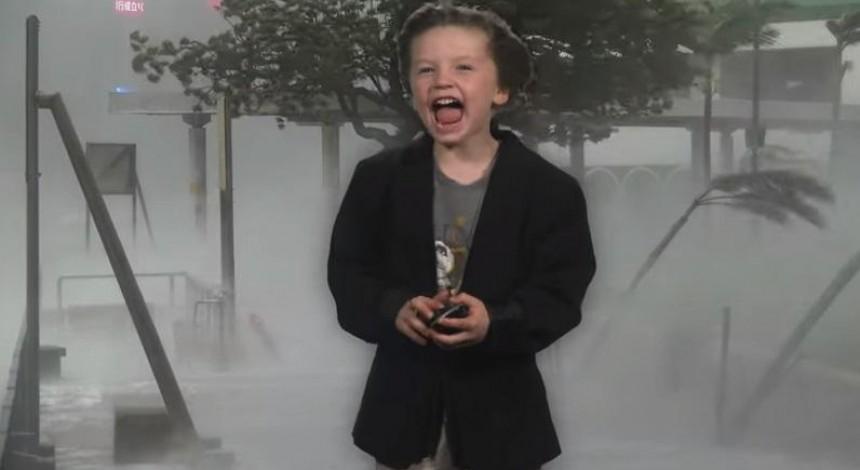"""Мальчик снял для детсада улетный прогноз погоды и стал """"звездой"""" сети (видео)"""