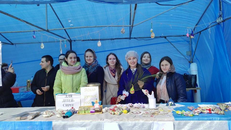 Православная молодежь Винниччины провела благотворительную ярмарку в поддержку детей-сирот / orthodox.vinnica.ua