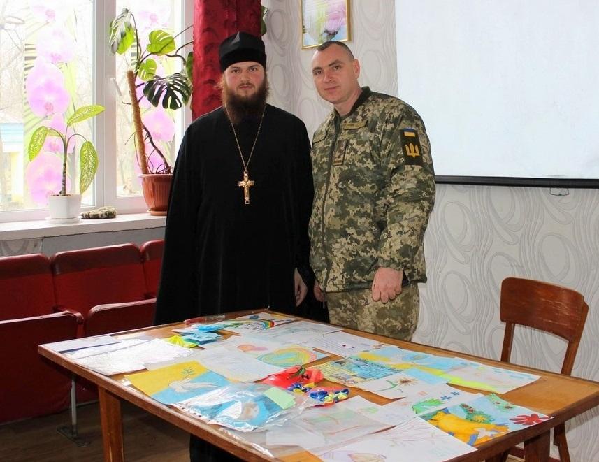 Верующие УПЦ передают помощь военным на Восток к празднику Пасхи Христовой / sed-eparhia.com