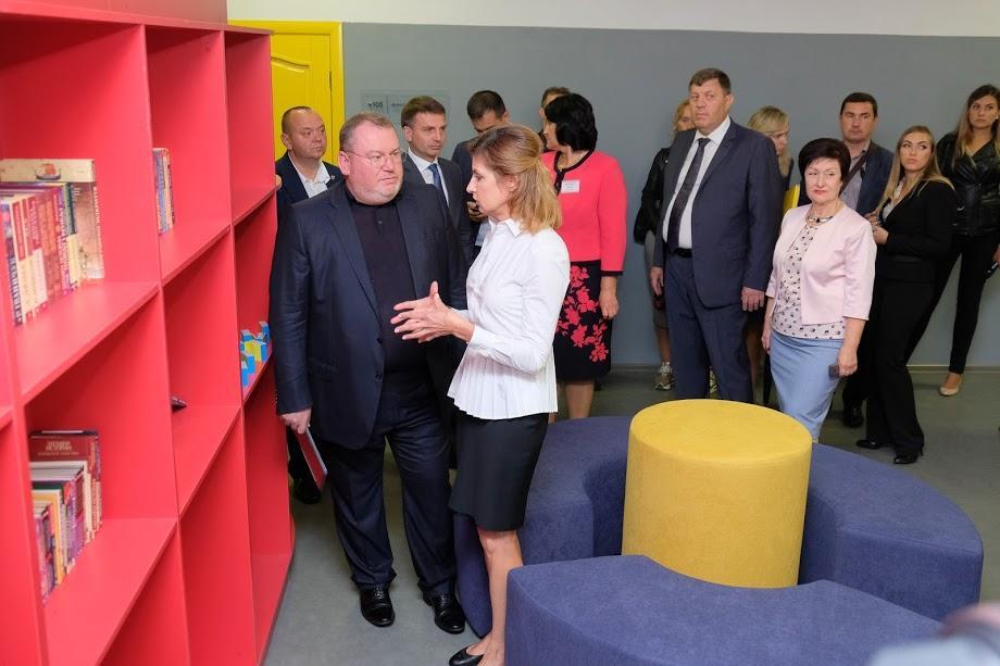 Валентин Резниченко и Марина Порошенко на открытии инклюзивного класса в Петриковской опорной школе