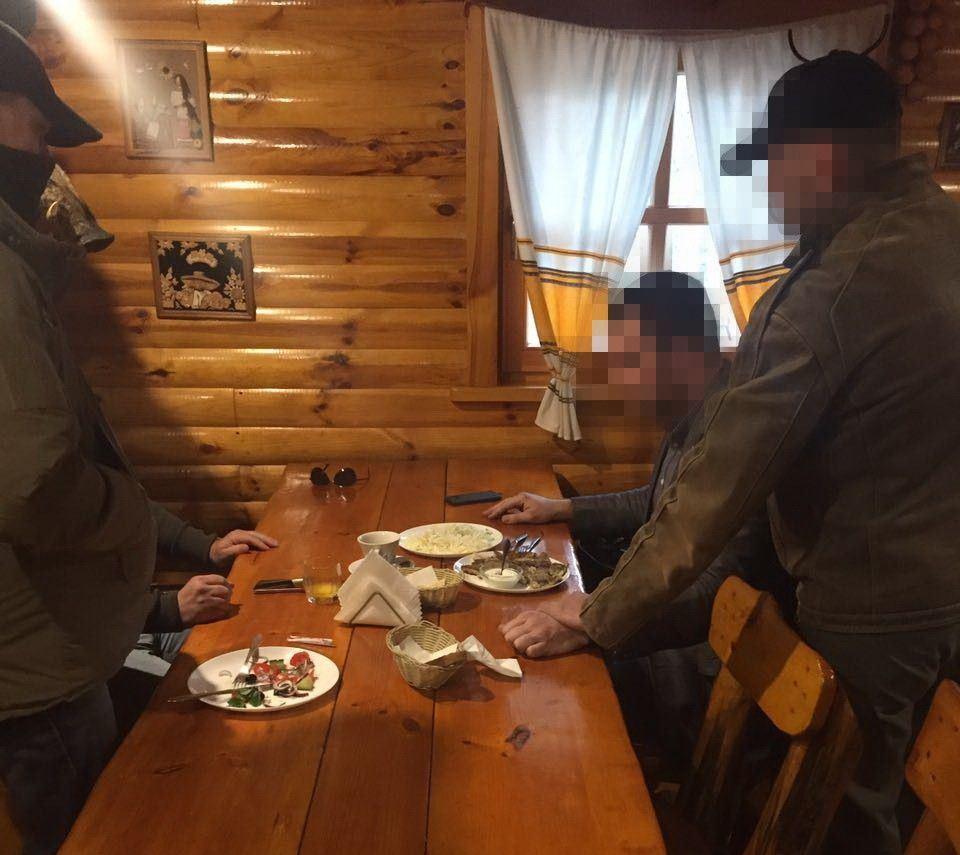 Взяточника задержали в одном из столичных развлекательных заведений фото ssu.gov.ua