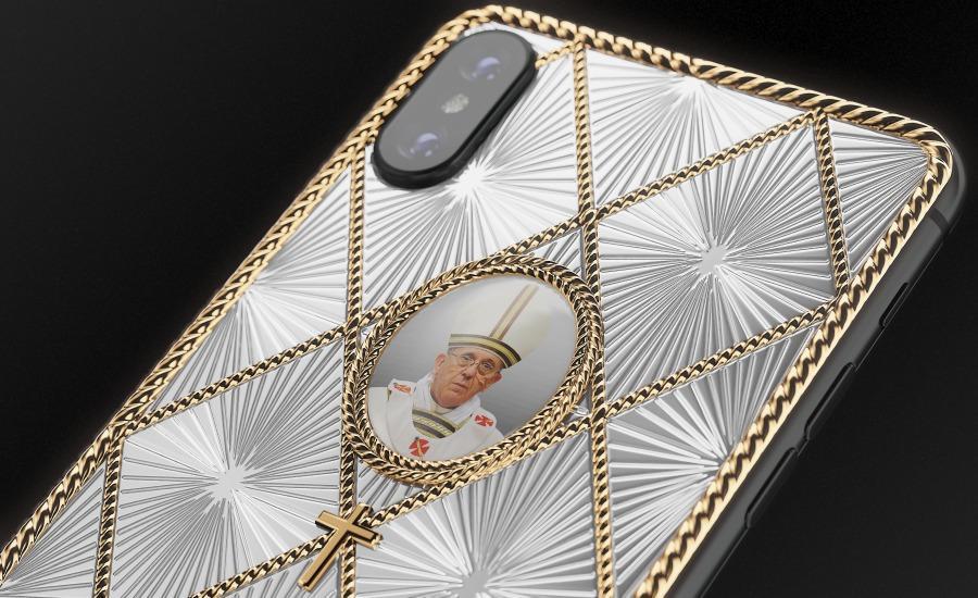 На католической версии iPhone X изображен Папа Римский Франциск / фото caviar-phone.ru