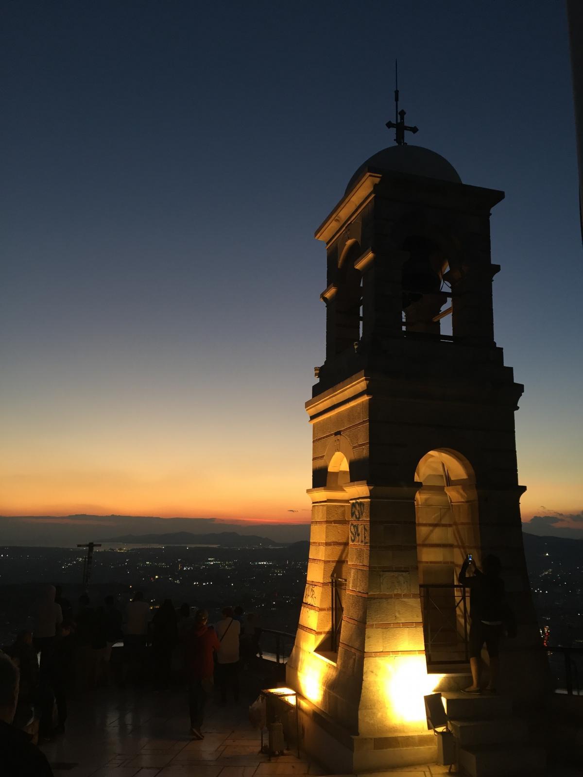 Колокольня церкви Святого Георгия на закате / фото Маргарита Андреева