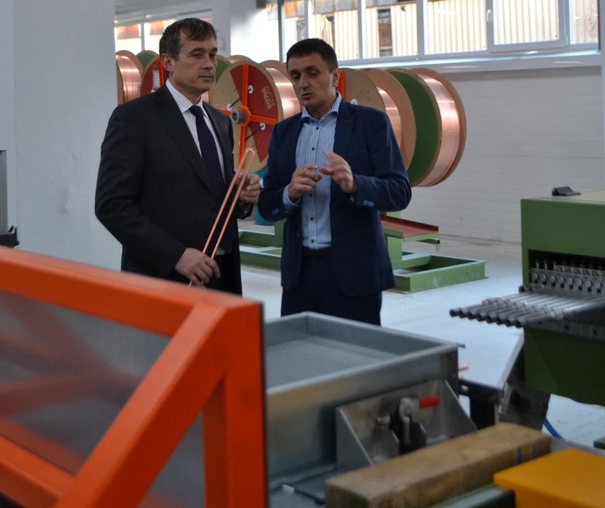 Василий Хмельницкий приводит в пример киевский завод по производству вентиляционного оборудования «Вент-сервис» / фото УНІАН