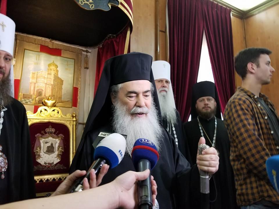 ВУкраїну із Єрусалима прибув Благодатний вогонь