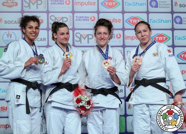 Анастасия Турчин (первая слева) завоевала серебро на Гран-при Анталии / IJF
