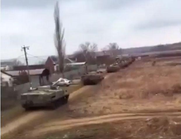 Русская военная техника идет кукраинской границе— Очередная колонна