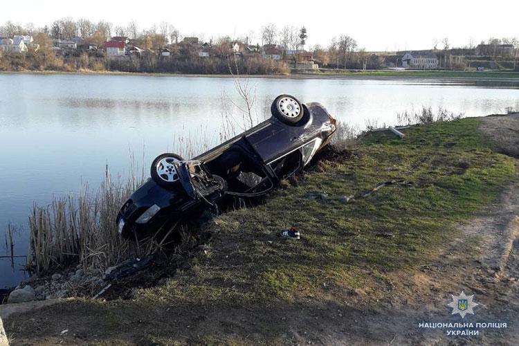 На момент происшествия в автомобиле находилось с водителем шесть человек / фото tp.npu.gov.ua