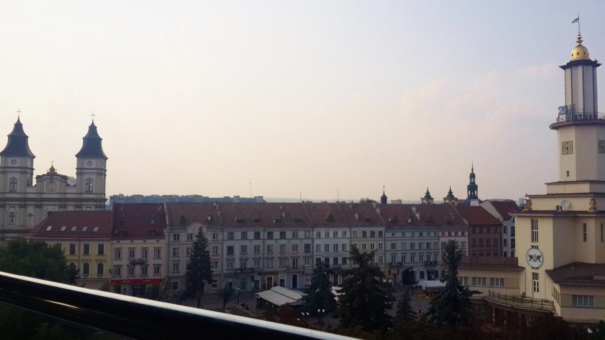 Вид на центр Івано-Франківська з тераси ресторану ''Легенда''