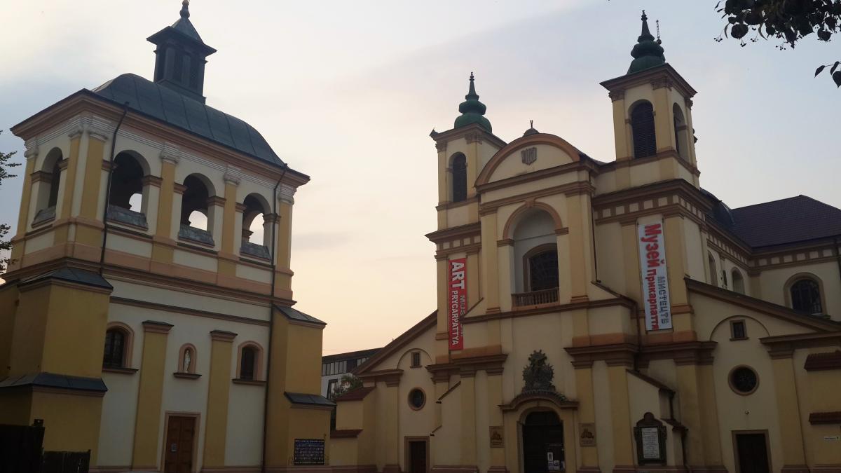 Колегіальний костел Пресвятої Діви Марії в Івано-Франківську, він же Художній музей