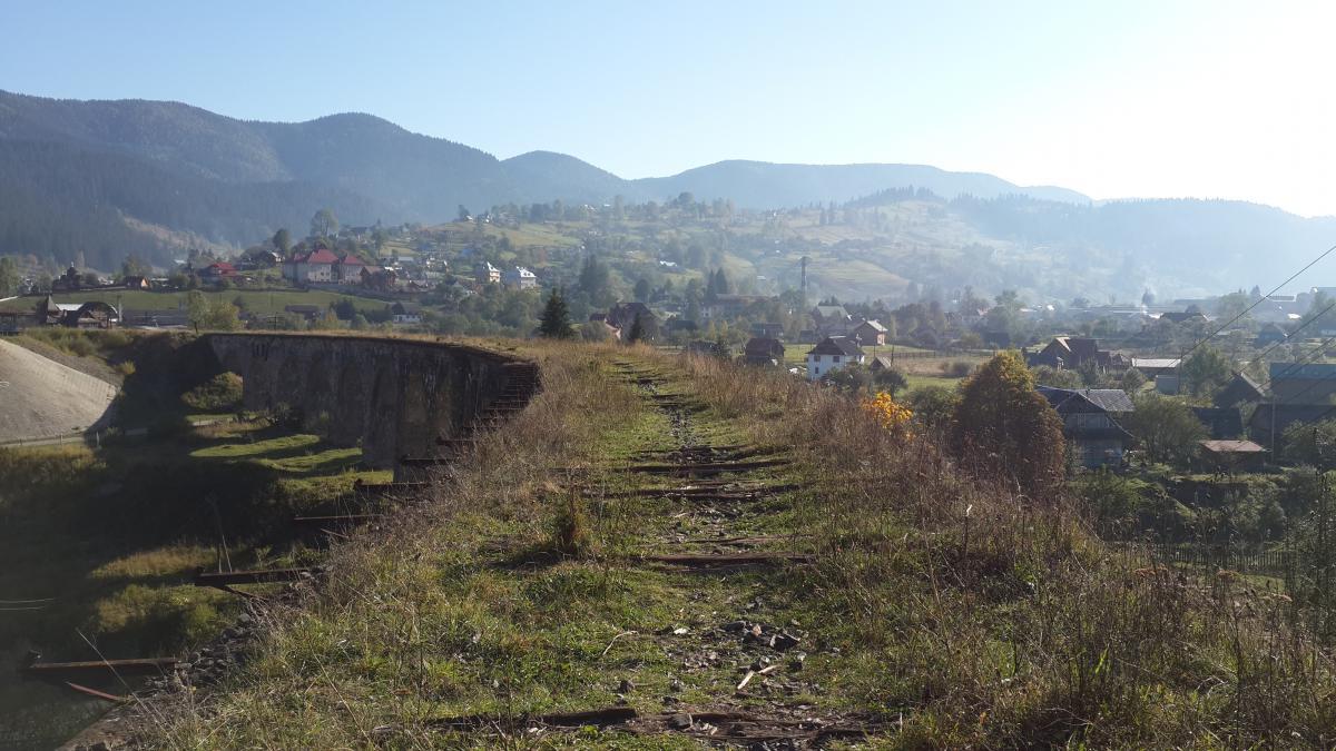 Вид на гори з віадука в Ворохті