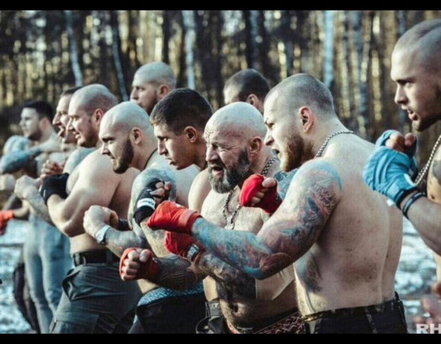 """Російські хулігани обіцяють """"влаштувати пекло"""" англійським уболівальникам / Vkontakte"""