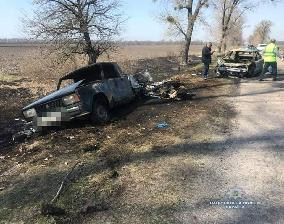 Злоумышленники подожгли один из своих автомобилей и скрылись / фото facebook.com/Головне-управління-Національної-поліції-в-Київській-області