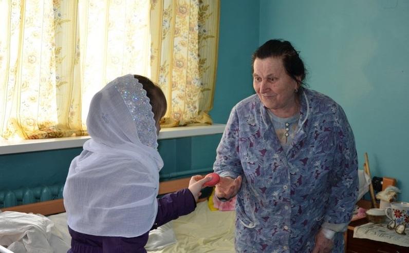 Дети поздравили пациентов больниц города / bilatserkva.church.ua