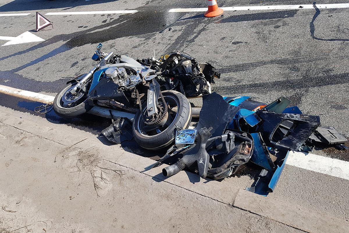 Полицейский на мотоцикле попал в ДТП / Фото informator.ua