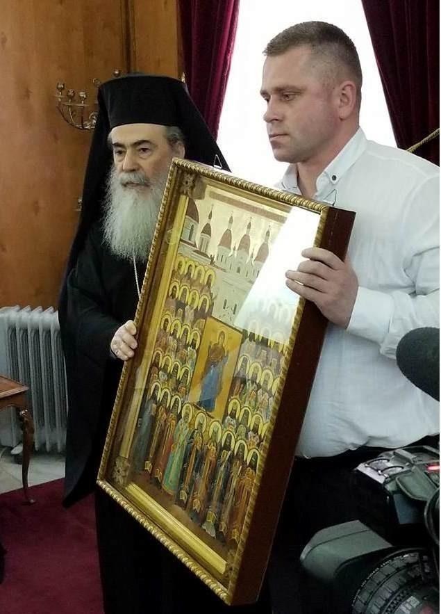 Иерусалимский Патриарх принял в дар от украинцев уникальную икону «Собор новомучеников украинской земли» / Центр информации УПЦ
