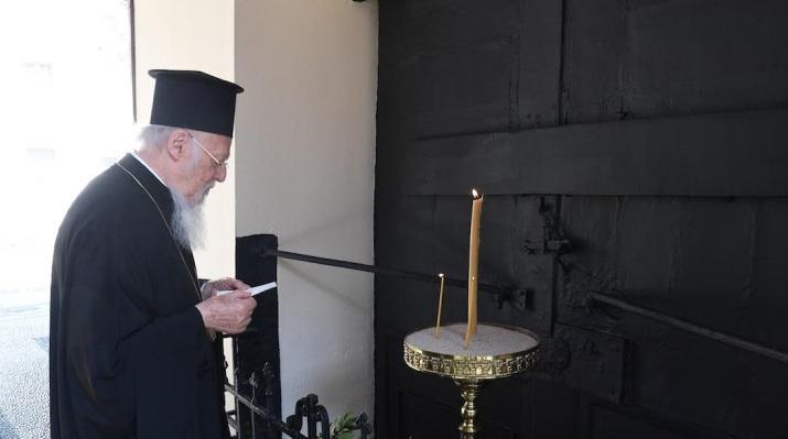 Патриарх Константинопольский Варфоломей совершил традиционное поминовение Патриарха-мученика Григория V / sedmitza.ru